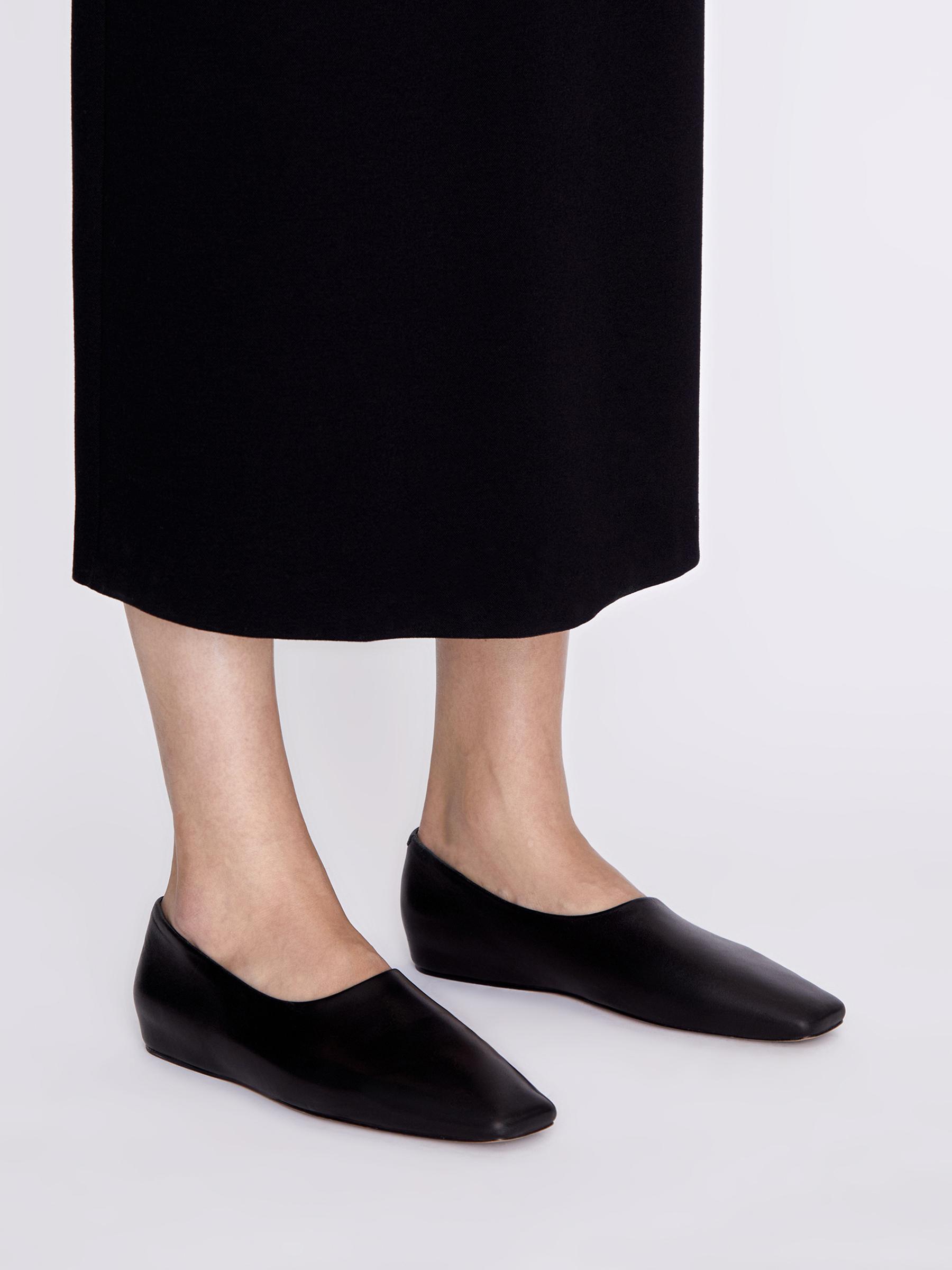 Закрытые туфли с квадратными мысом