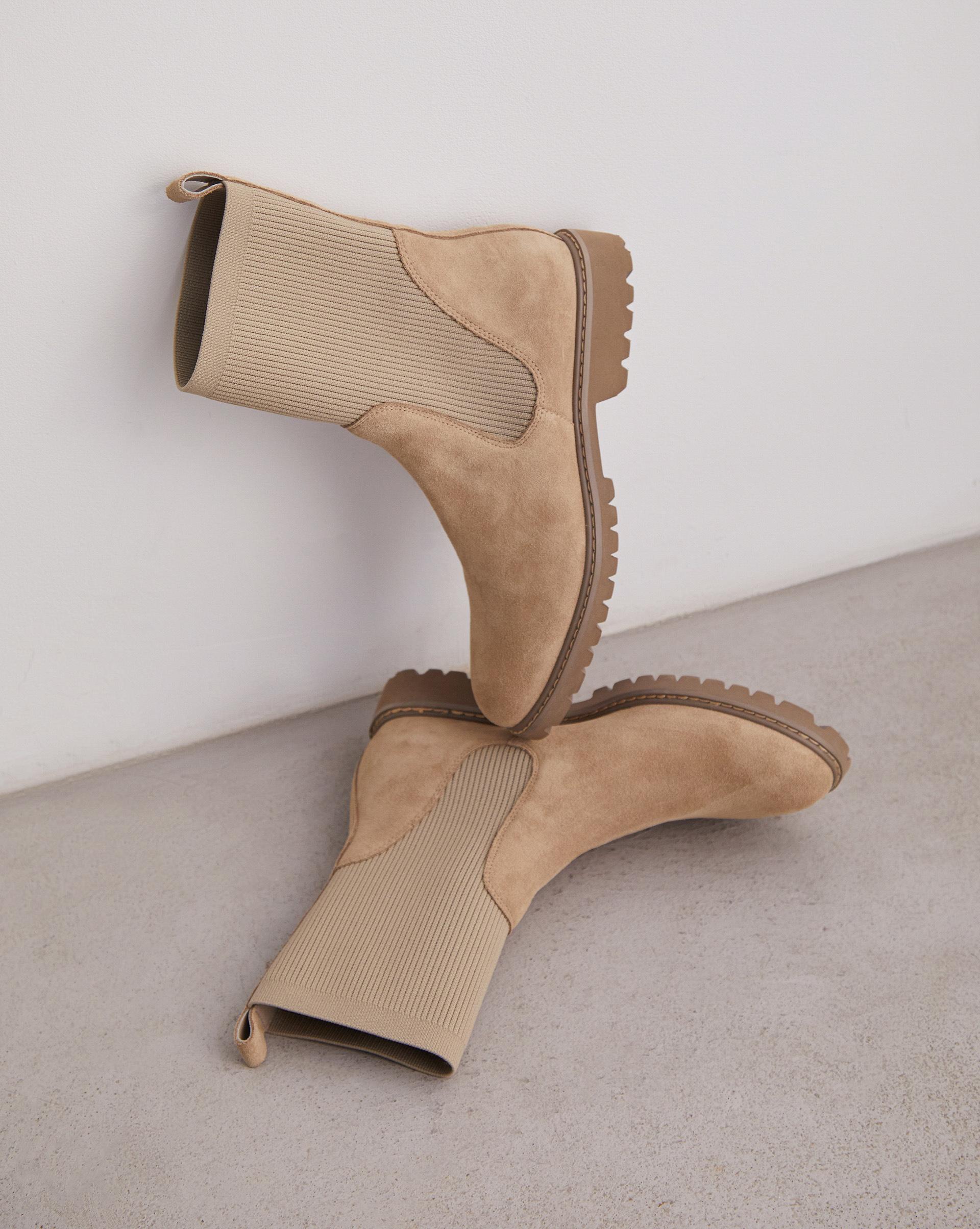 Высокие ботинки с трикотажным чулком