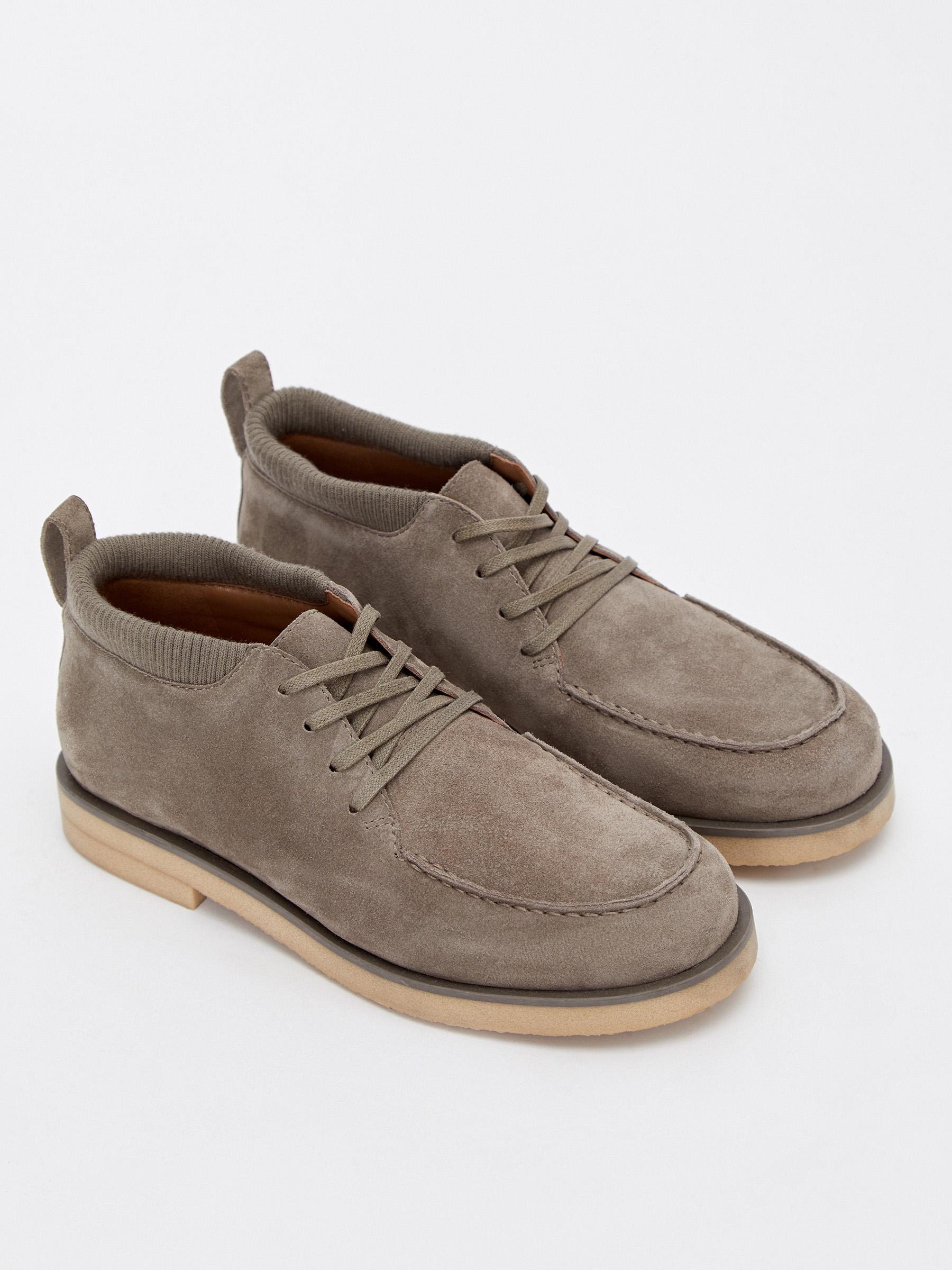 Низкие ботинки на шнурках