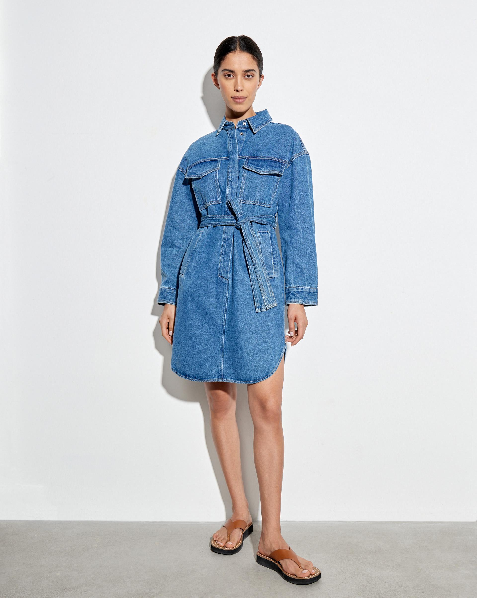 Платье-рубашка с накладными карманами