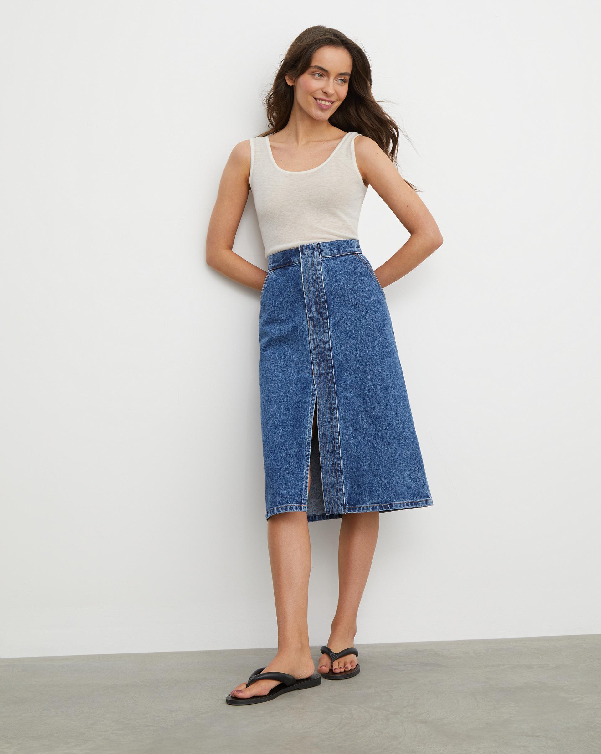 Джинсовая юбка миди с декоративной планкой